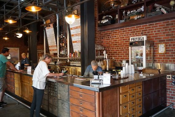 Ponto Orlando Restaurantes na Disney Baseline Tap House 003